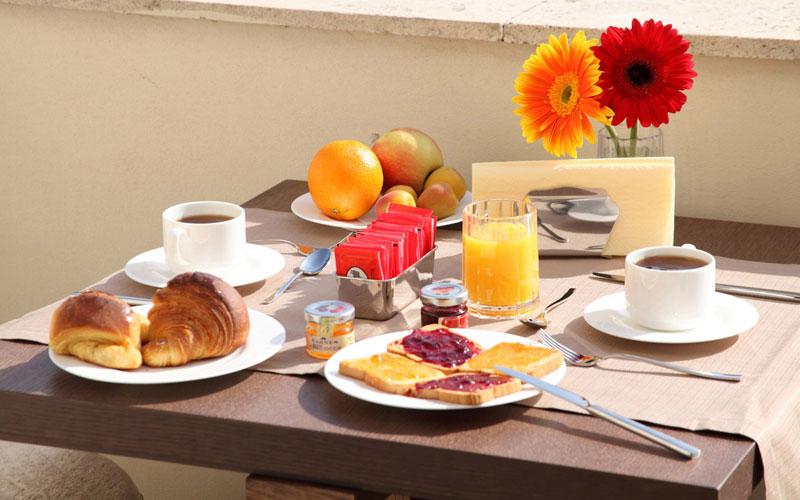 Hotel-Breakfast_
