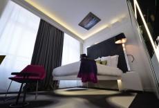 vertigo hotel room