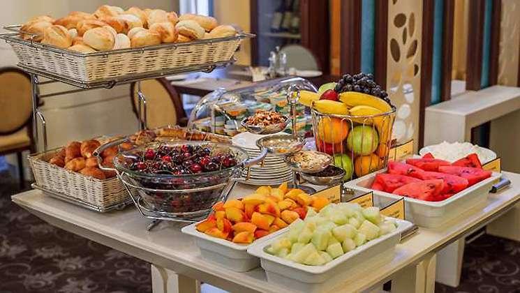 Buffet-breakfast-Russia