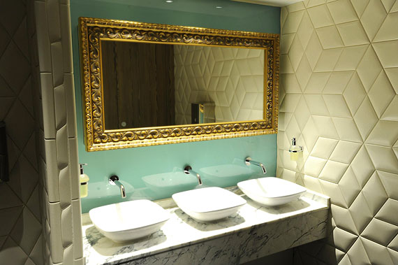 indigo-hotel-kensington-rest-room