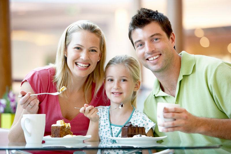 family-photo-at-restaurant
