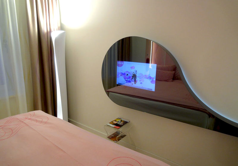 Music-Hotel-Room-TV