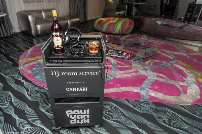 Рум-сервис в музыкальном отеле