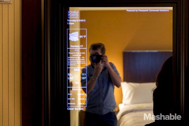 Умное зеркало в отелях Starwood