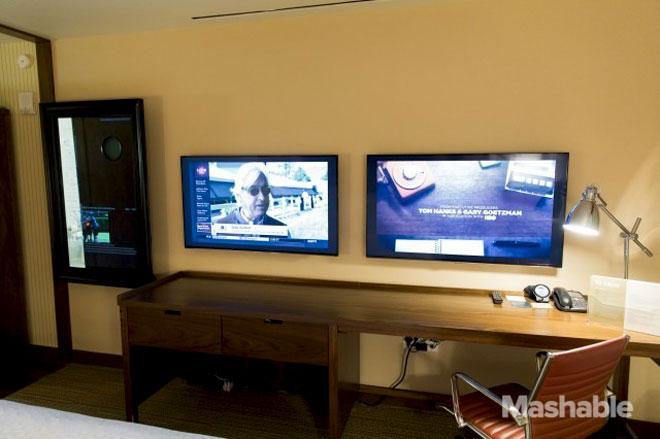 Starwood-high-tech hotel room