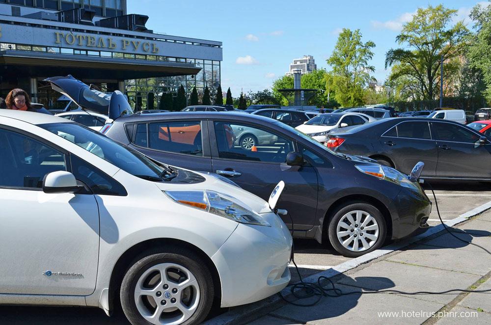 Зарядная станция для электромобилей в отеле Русь