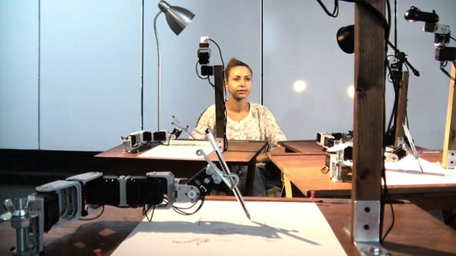 Робот-художник в отеле