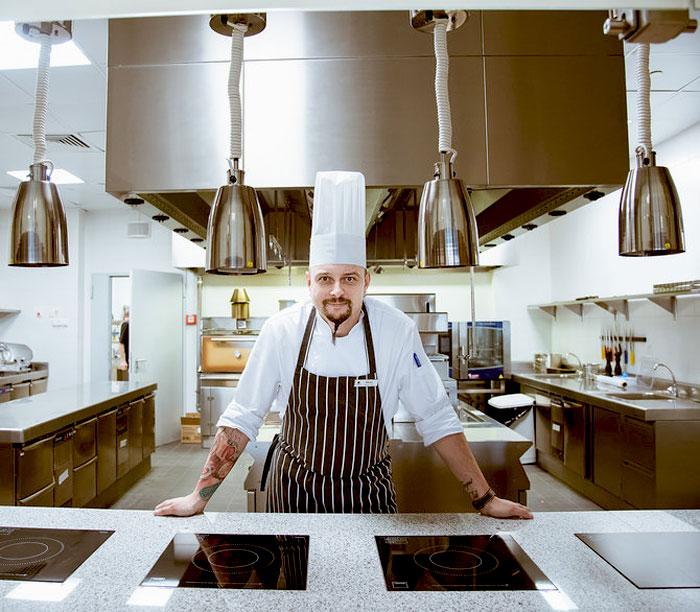 Шеф-повар ресторана LEGENDS Алексей Лалаян
