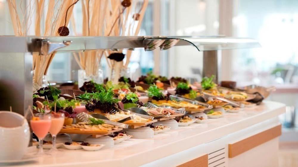Шведский стол: 6 мер по обеспечению безопасности пищевых продуктов и сокращению пищевых отходов