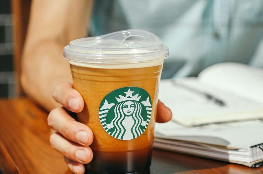 Starbucks отказался от использования пластиковых трубочек
